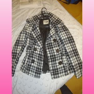 Black and white checkered hounds tooth knit coat